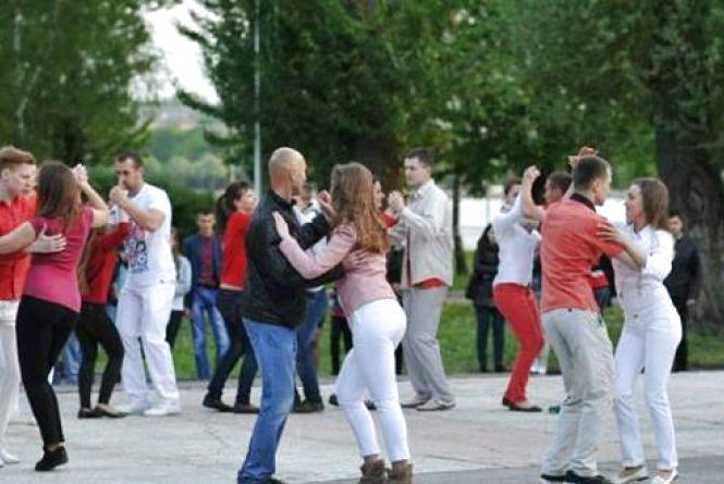 У неділю в парку Шевченка - танці