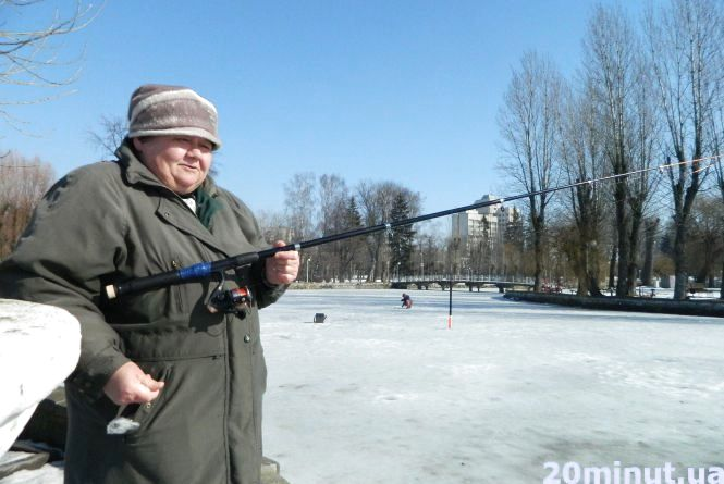 """Тернопільська рибалка: «Я тут не одна жінка. На """"Циганці"""" є ще дві, але вони йдуть далеко на лід»"""