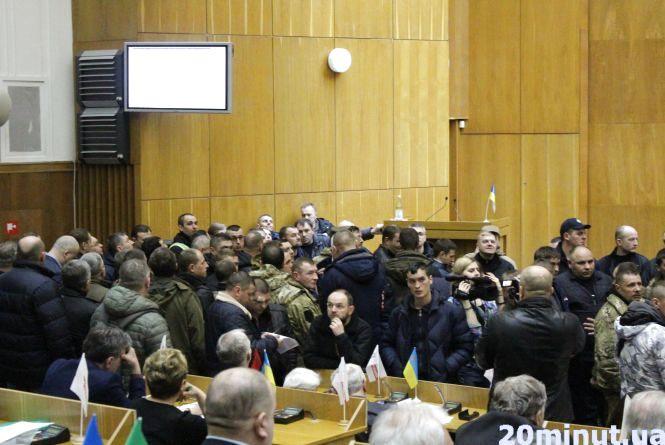 """Тернопільські волонтери та АТОвці: """"Президенту - імпічмент, Авакова - звільнити"""""""
