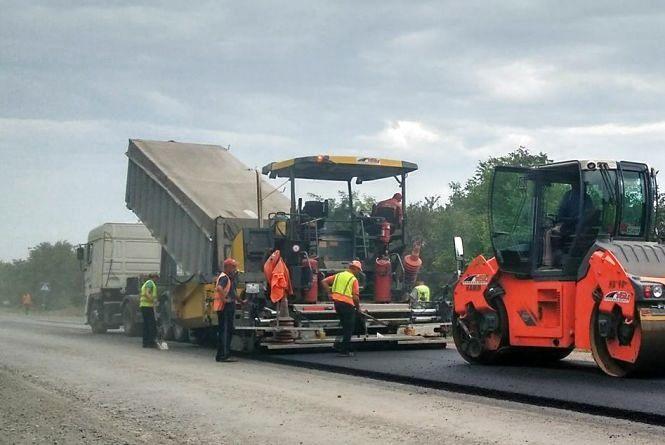 Бачили ями на 100 км відремонтованих доріг? Підрядники ліквідують їх за власний кошт