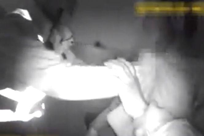 На Злуки патрульні спіймали чоловіка за ноги, який вистрибував з 5-го поверху