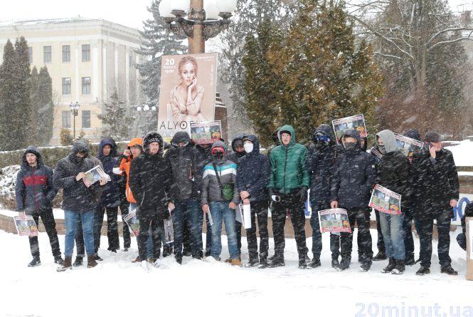 Як молодь на Театралці бажала «здоров'я» Путіну