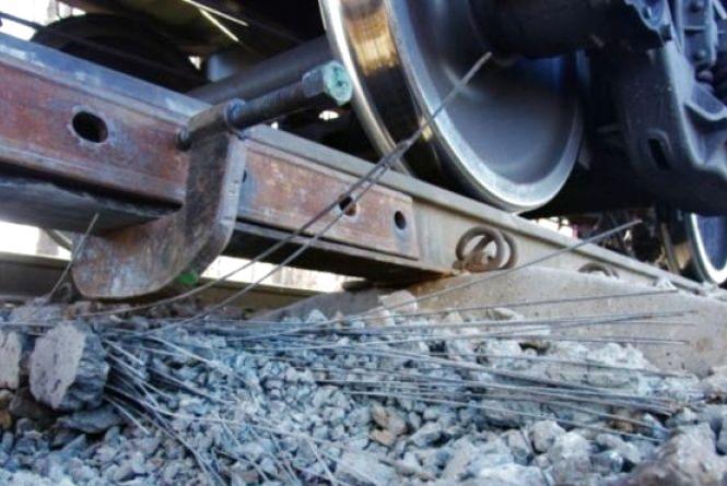 На Тернопільщині зійшов з рейок поїзд з пасажирами через вкрадені колії