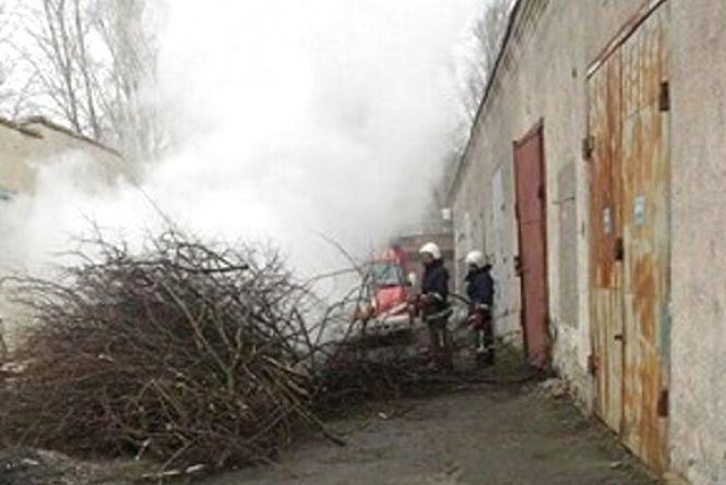 Біля садочків і шкіл жек на Київській спалює гілля. Дихати нічим, скаржаться люди