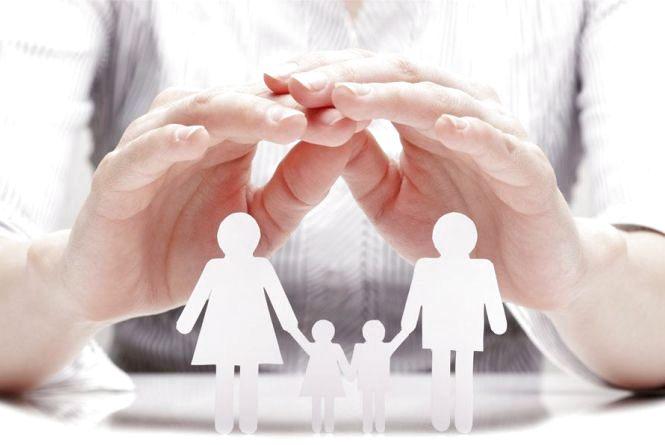 Підписати декларацію з сімейним лікарем можна при першому ж зверненні. Не варто створювати ажіотаж у понеділок