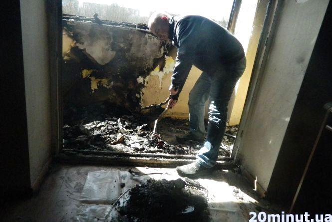 """Знищені меблі та дорога техніка. Квартира на """"Східному"""" горіла через чужий недопалок, вважають власники житла"""