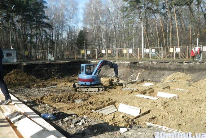 Тернополяни зупинили земельні роботи в парку. Розігнали робітників та викликали поліцію