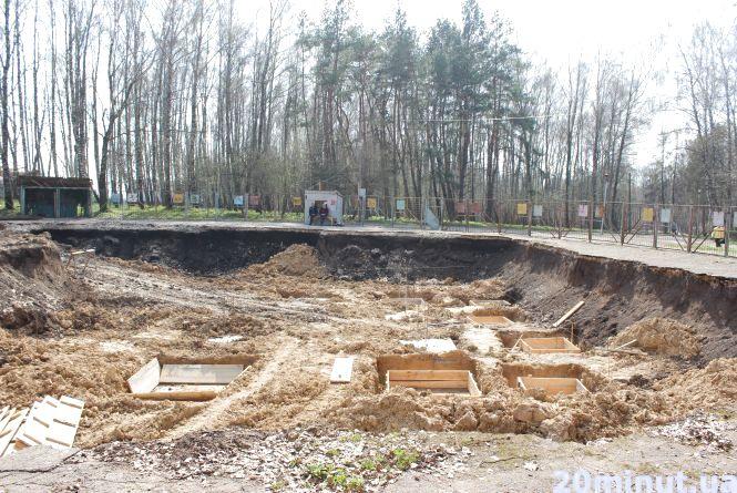 """Будівництво """"Вуличної академії"""" в парку відновили.  Активісти збираються йти до суду"""