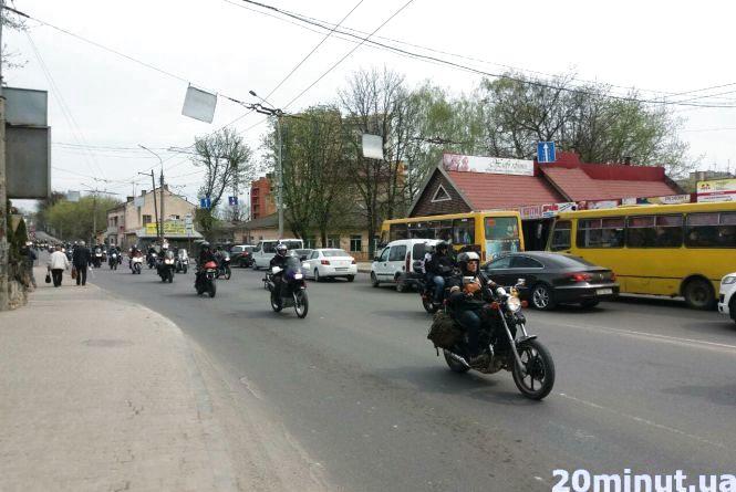 Фото дня: байкери влаштували відкриття сезону, проїхавши вулицями Тернополя