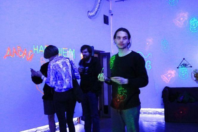 Стіни «Бункермузу» розмалювали фарбами, що світяться у темноті