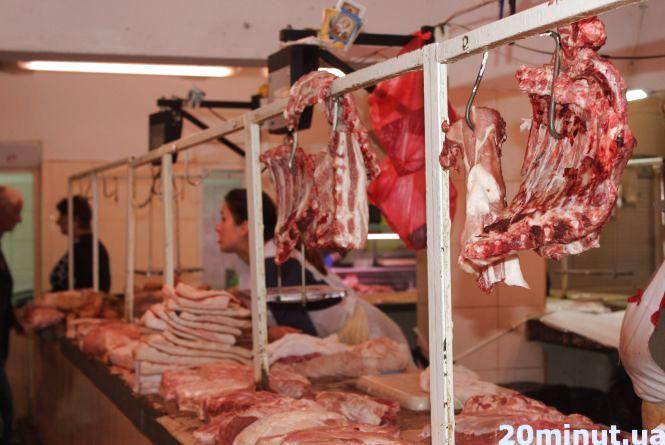 У Тернополі можна дешево купити м'ясо для шашликів, але як правильно його обрати? Поради продавців