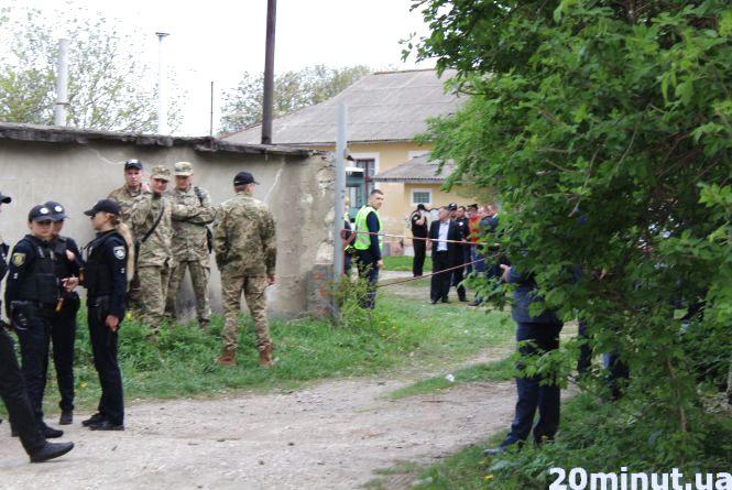 Мешканці Дубовецької схвильовані, чому там зібрались СБУ, патрульні, військові та медики