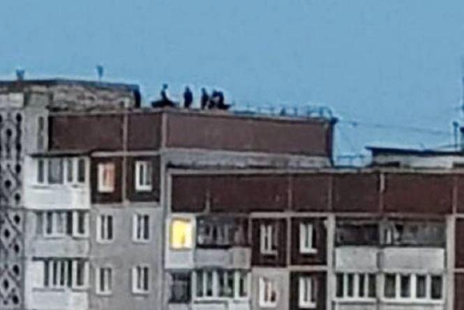 Вихід на дах багатоповерхівки має бути зачинений, бо туди виходять діти та підлітки
