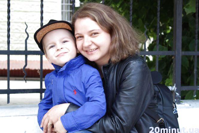 """Моя мама """"дівчьонка"""": за що маленькі тернополяни люблять своїх матусь (відео)"""