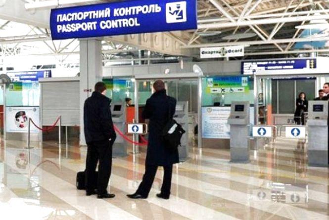 """54 іноземців """"попросили"""" з України, ще десятьом – заборонили в'їзд"""