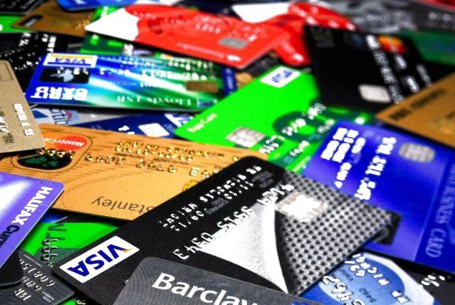 Знайшли чужу платіжну картку? Несіть до найближчого відділення