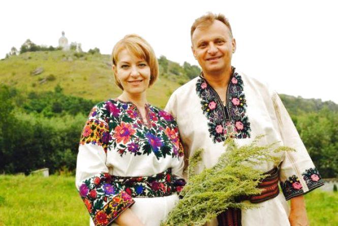 Подружжя з Тернополя вишиванки не тільки носить, а й колекціонує