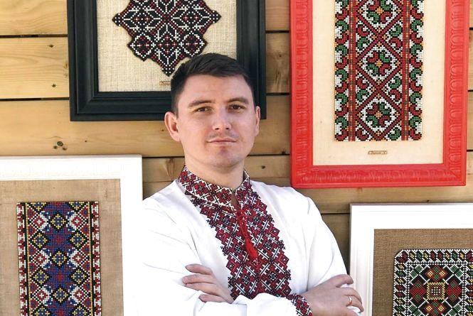 Сірникові орнаменти представив тернополянин у Торонто