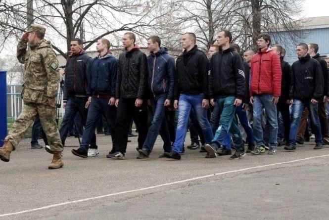 У Тернополі у військкоматі з п'ятого поверху випав призовник (оновлено)