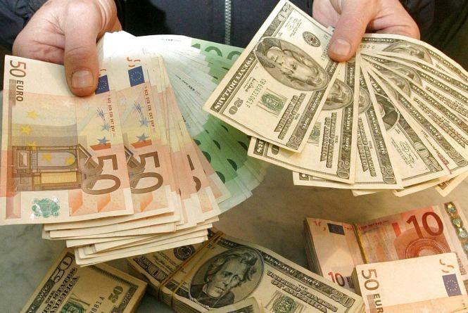 Долар та євро здешевшали - курс валют на 22 травня