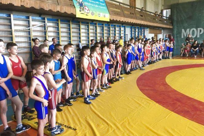Тернопільські борці розпочали змагання у Долині