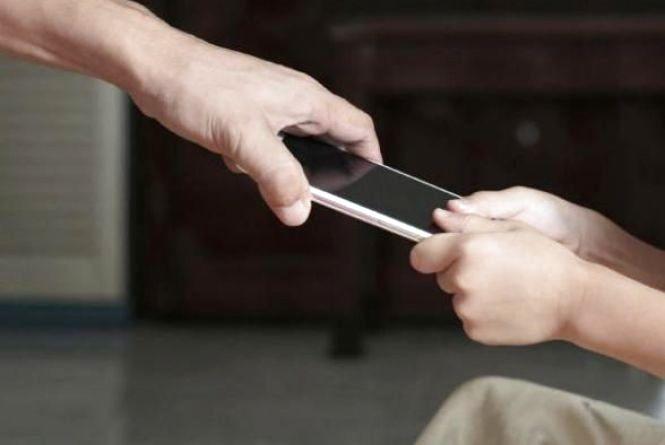 У парку Топільче роми відібрали телефон в дитини
