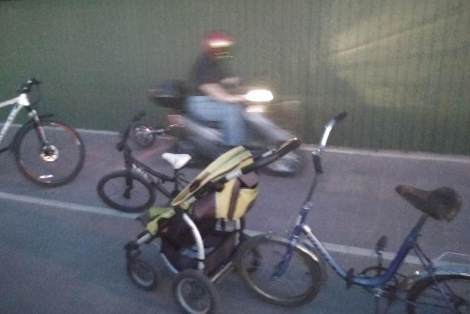 На набережній Ставу велосипедист збив дитину
