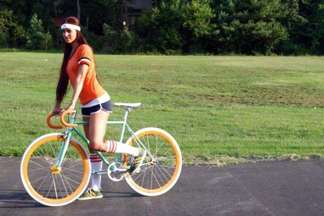 На велосипед не одягайте широкі штани та балетки. Поради початківцям!