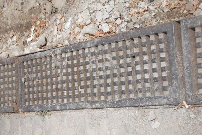 Накрав решіток вуличної зливової каналізації більш як на десять тисяч гривень