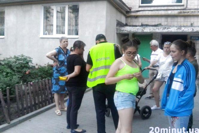 На вулиці Лепкого у Тернополі чоловік випав з 5-го поверху