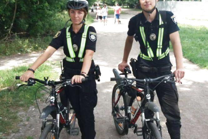 У парках патрульні їздять на велосипедах і стежать за порядком
