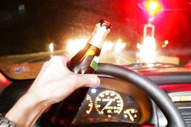 Впіймали п'яного таксиста, який перевозив повний салон пасажирів. У крові алкоголю в 13 разів більше за норму