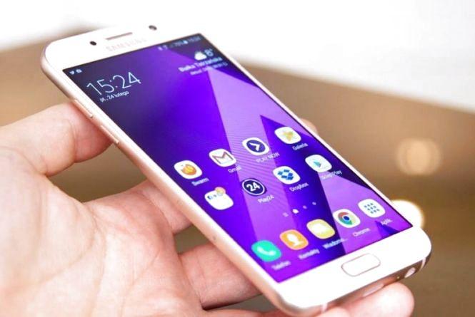 У Тернополі в маршрутці у молодого чоловіка викрали Samsung