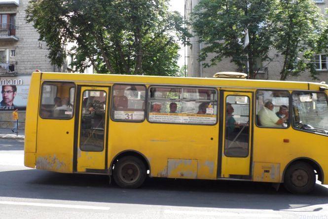 Збільшили кількість автобусів до кладовища