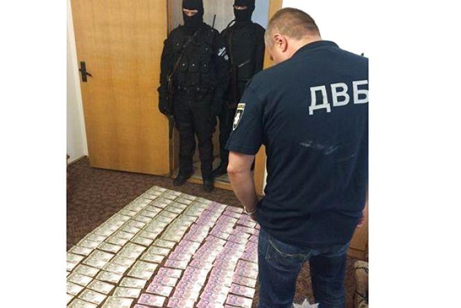 Копів намагались підкупити за 140 000 грн і 1000 євро, аби не побачили поля коноплі