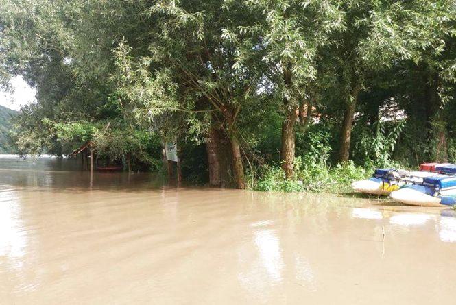 Фото дня: у Дністрі піднялася вода. Очікується підйом до 2 метрів