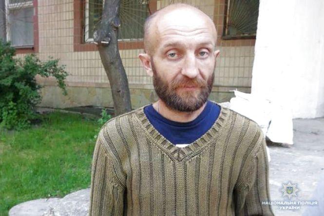 Злочинець, який вбив трьох людей, може переховуватися в лісах та закинутих територіях Тернопільщини