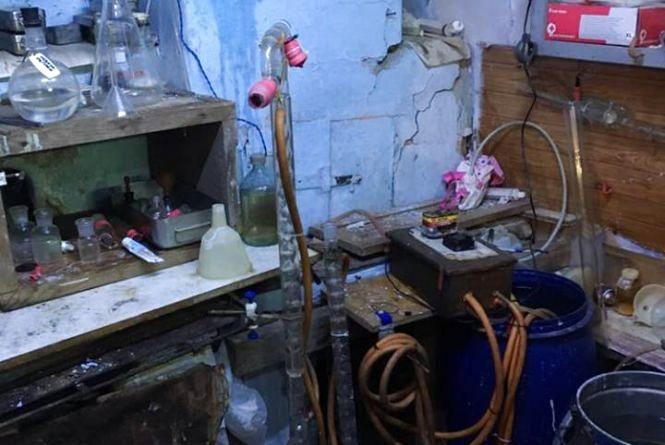 На Тернопільщині група людей створила підпільний цех з виготовлення алкоголю