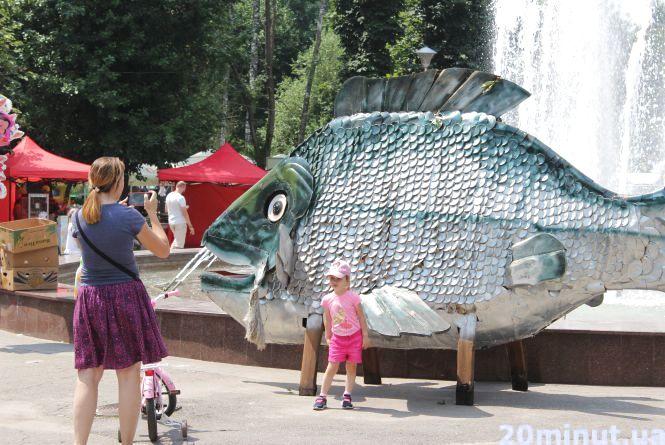 """У парку Шевченка - багато риби. Розпочинається фестиваль """"Короп-фест"""""""