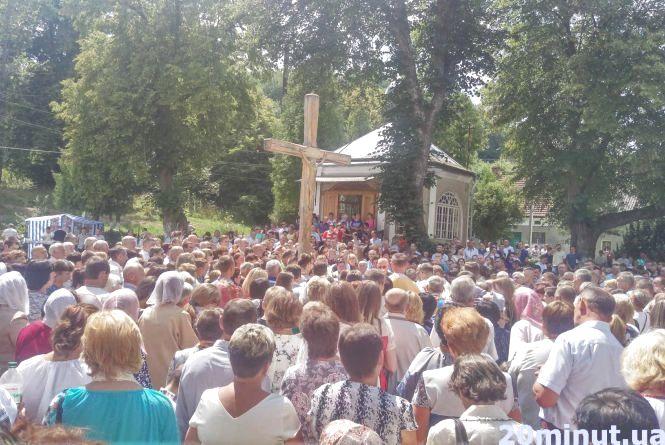 Проща у Краснопущі зібрала сотні вірян