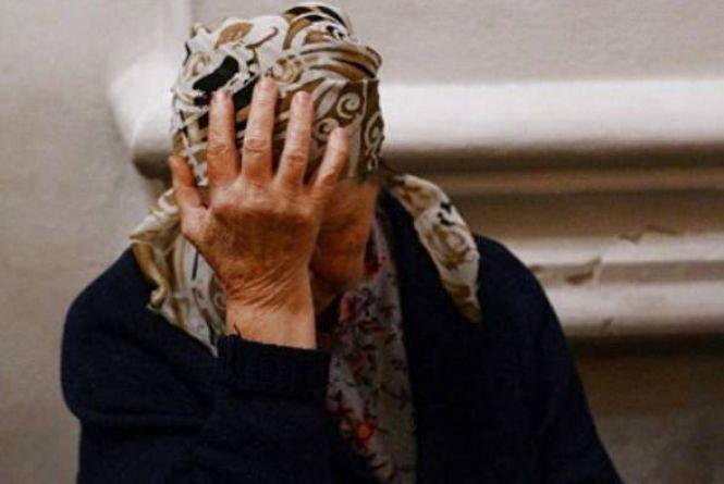 Судимий чоловік з ножем напав на 92-річну бабусю