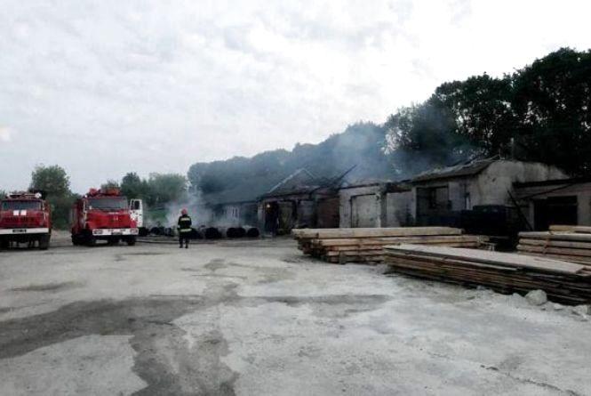У Чернихівцях знову пожежа: горіла сировина для виготовлення туалетного  паперу