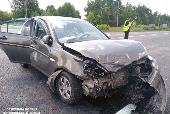 На трасі Тернопіль – Львів зіткнулись розбиті автомобілі. Зіткнулись Hyundai та Volkswagen