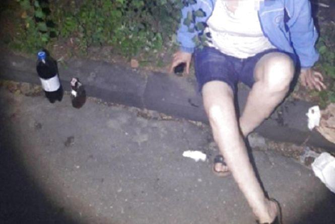 На Крушельницької через п'яну маму хлопчик ледь не потрапив під колеса автівки