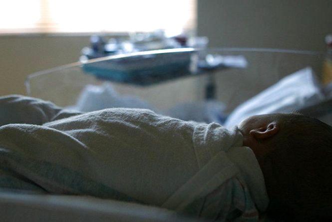 Матір, яка до півсмерті побила дворічного сина, зараз із молодшим у райлікарні