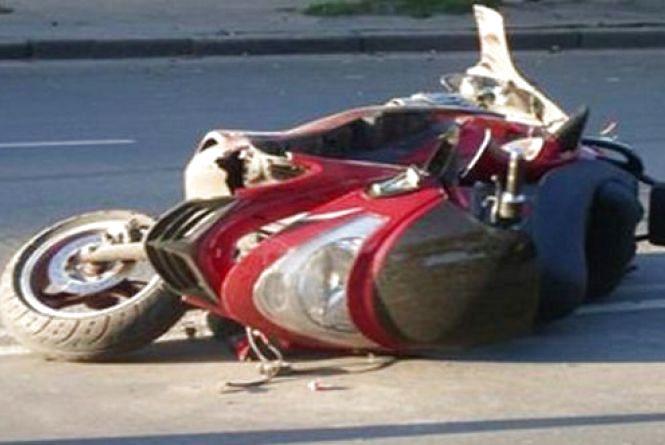 Молодий водій на скутері потрапив у ДТП. Чоловік у реанімації