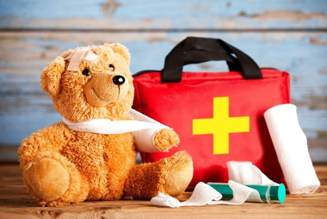 Дитяча аптечка: що взяти з собою на відпочинок