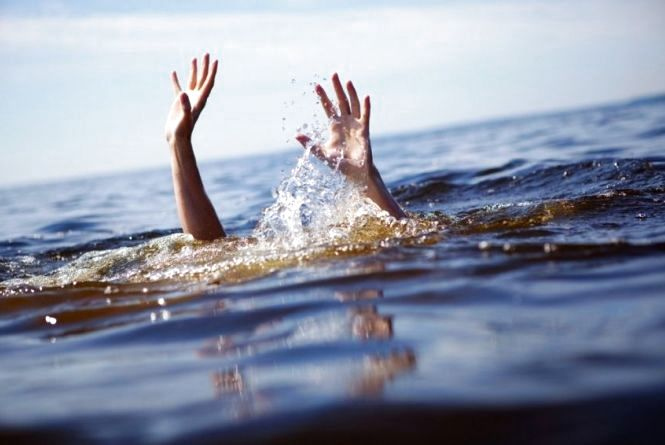 На Кременеччині у воді загинув 15-річний хлопець. Школяр відпочивав разом з друзями
