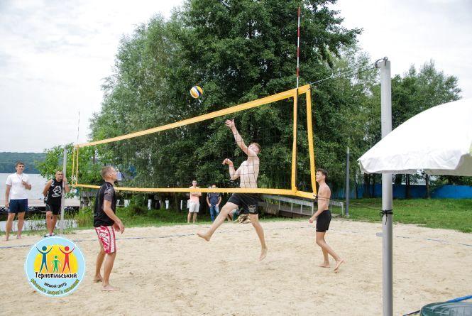 """На """"Циганці"""" провели турнір з пляжного волейболу"""