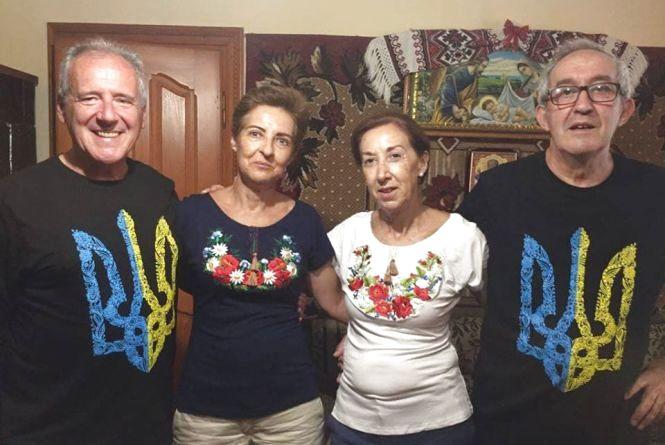 Жахливі дороги і неймовірні люди: четверо іспанців тиждень прожили в селі на Тернопільщині